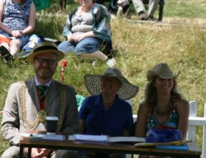 Extra terrestrials pose unconvincingly as Dog Show judges